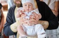 Фото ребенка с крещение в Голосеевской Пустыши