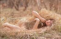 Фотосессия в сене и летней траве