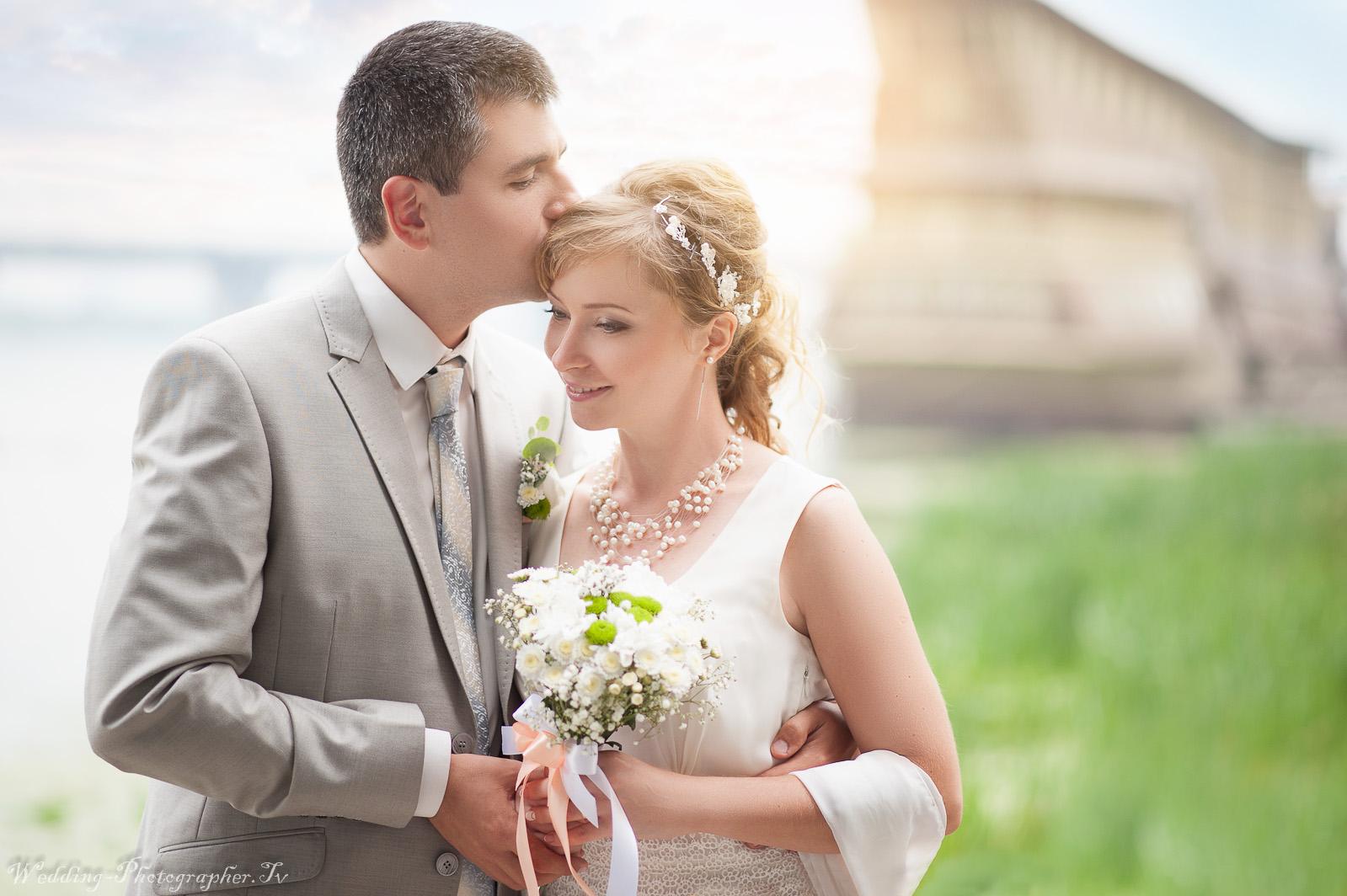 германии это выбрать объектив для свадебного фотографа камеру руки