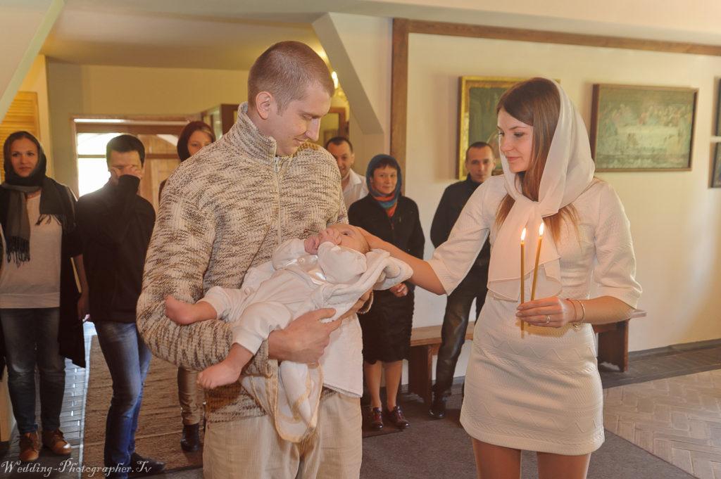 Крещение ребенка в храме святых мучеников Бориса и Глеба (рядом находится Спасо-Преображенский собор в Киеве)