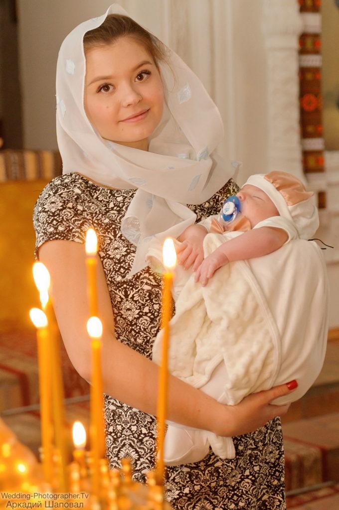 Крещение ребенка в трапезной церкви св. Иоанна Богослова (Михайловский Златоверхий монастырь)