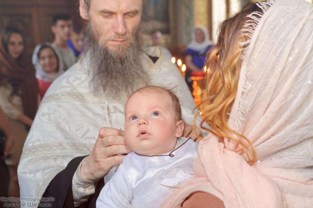 Крещение ребенка в церкви Живоносного Источника Киево-Печерской лавры
