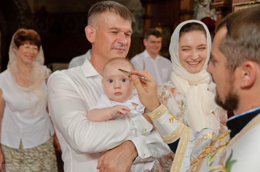 Крещение ребенка в храме Притиска, Киев
