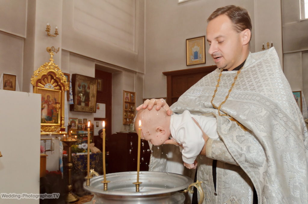 Крещение ребенка в храме Тихвинской иконы Божией Матери