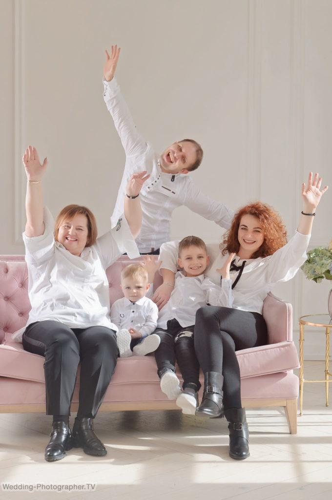 Студийная фотосессия для семьи