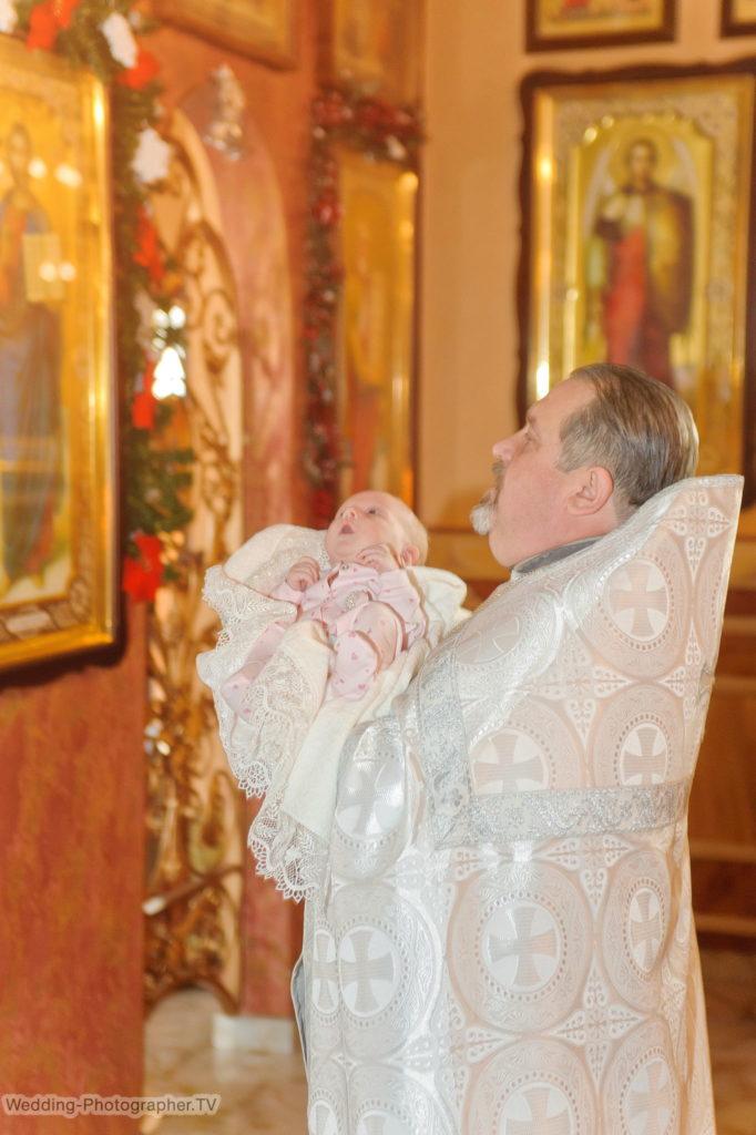 Крестины ребенка. Церковь пророка Иоанна Предтечи