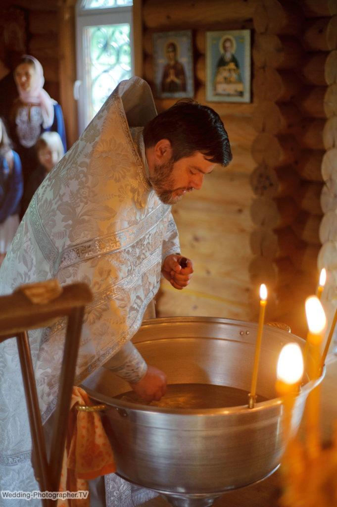 Крестины ребенка в храме Богоявления и Жен Мироносиц